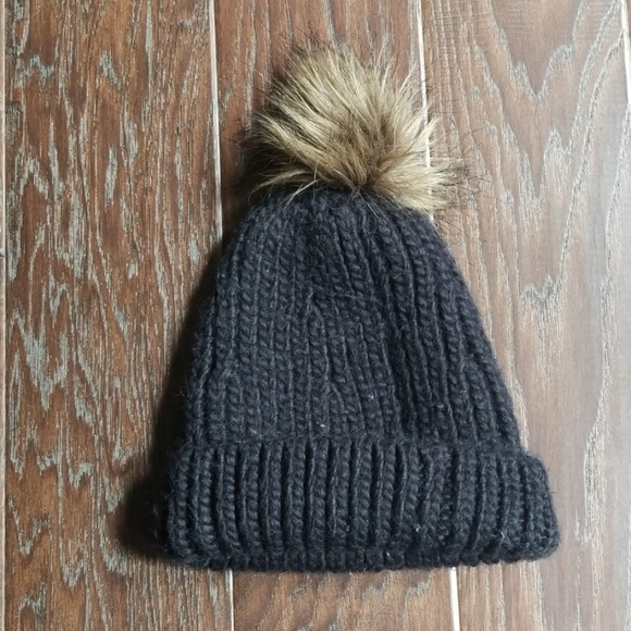 Abercrombie & Fitch Accessories - Abercrombie and Fitch black pom beanie